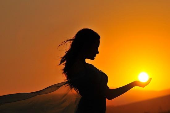 woman-sunset-sunrise-silhouette-holding-